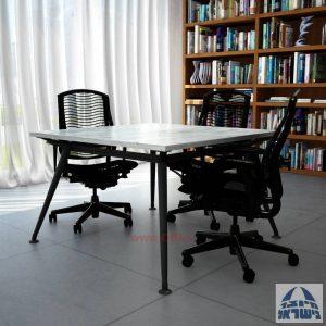 שולחן ישיבות מרובע דגם Spider רגל שחורה