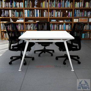 שולחן ישיבות מרובע דגם Spider רגל לבנה