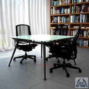 שולחן ישיבות מרובע דגם Spider Glass רגל שחורה זכוכית לבנה