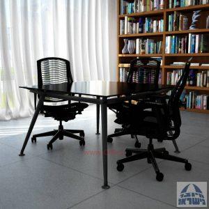 שולחן ישיבות מרובע דגם Spider Glass רגל שחורה זכוכית שחורה