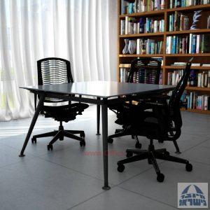 שולחן ישיבות מרובע דגם Spider Glass רגל שחורה זכוכית אפורה