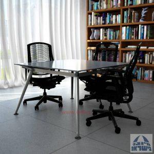 שולחן ישיבות מרובע דגם Spider Glass רגל כרום ניקל זכוכית אפורה